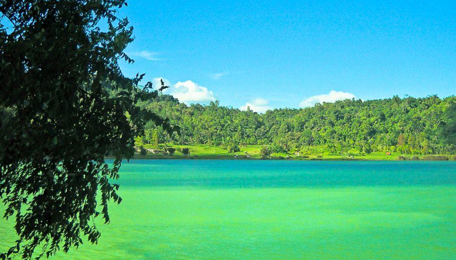 Danau Sulfur Linow