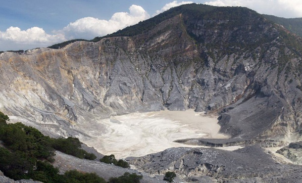 TANGKUBAN PERAHU MOUNTAIN